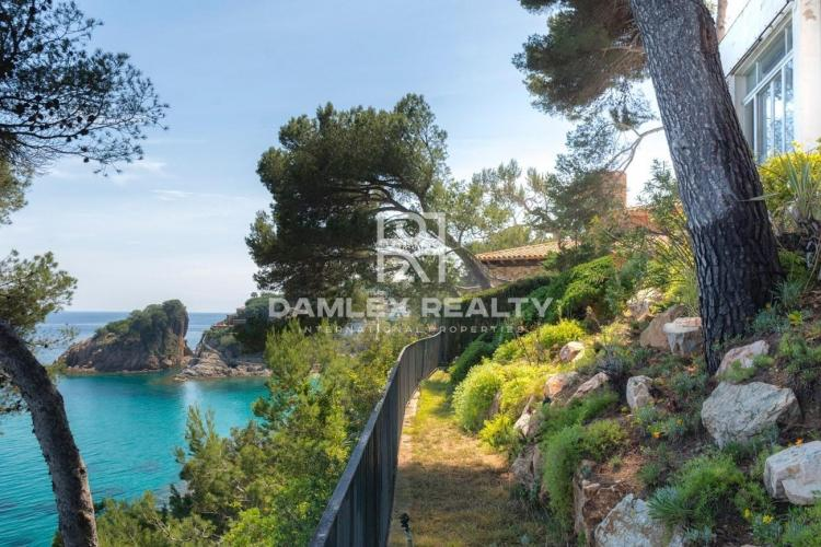 Villa in the first line of the sea. Costa Brava