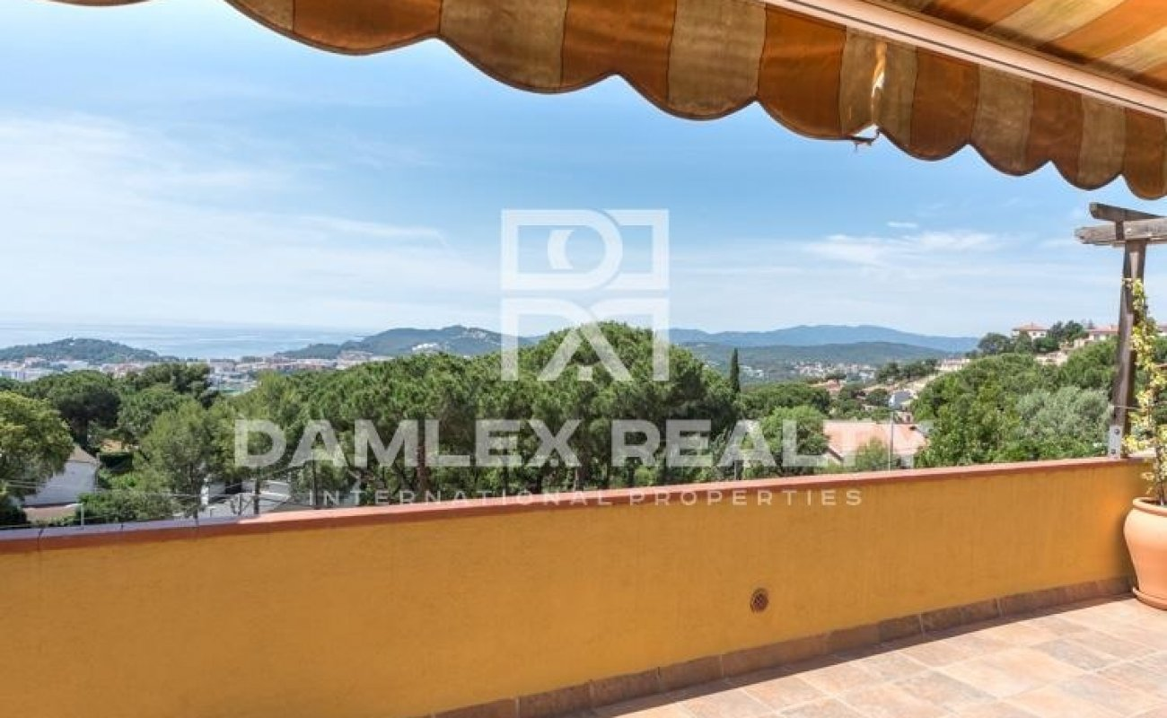 Villa with sea and mountain views. Lloret de Mar