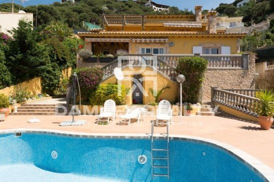 Villa with sea and mountain views. Lloret de Mar