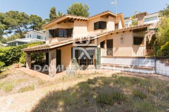 Villa in an urbanization of Blanes