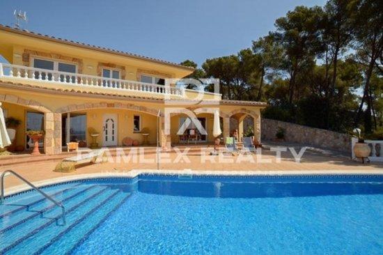 Villa with sea views in Tossa de Mar.