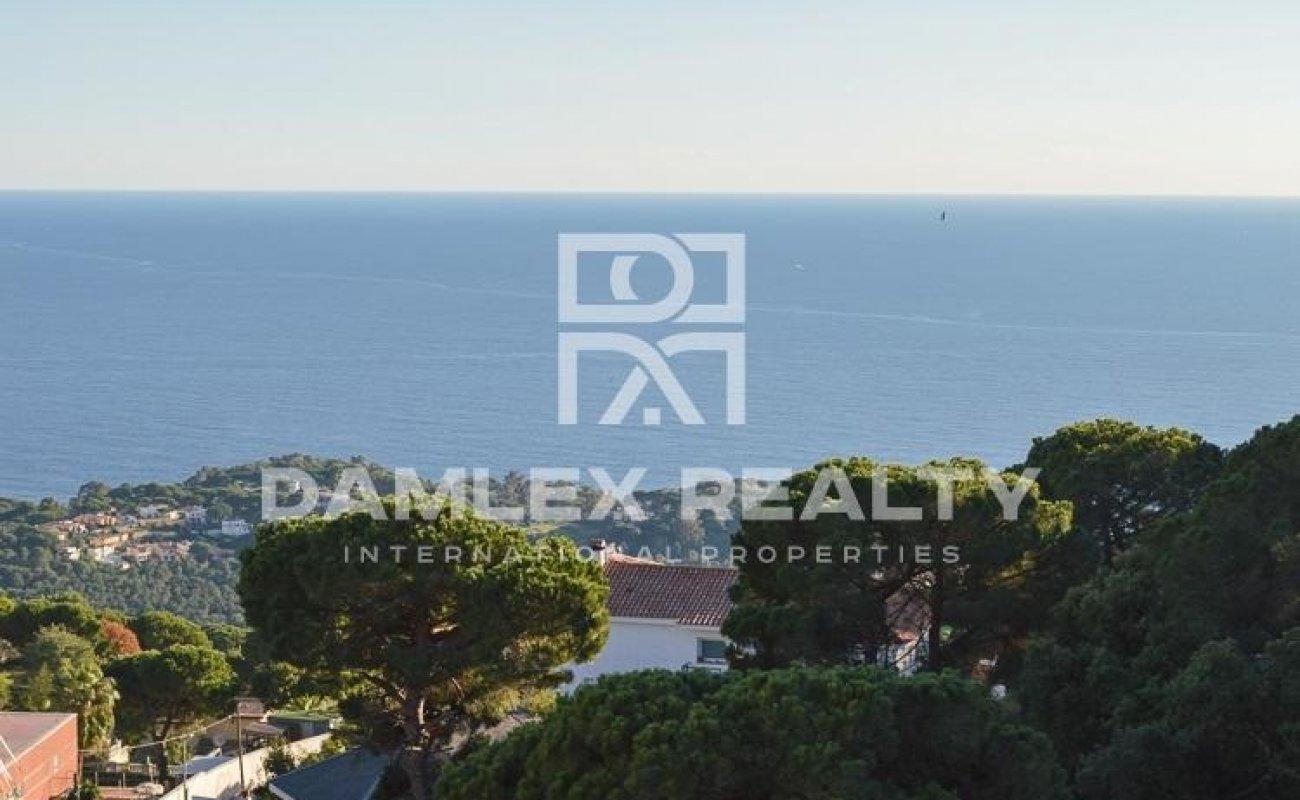 Villa with sea views, 60 km from Barcelona