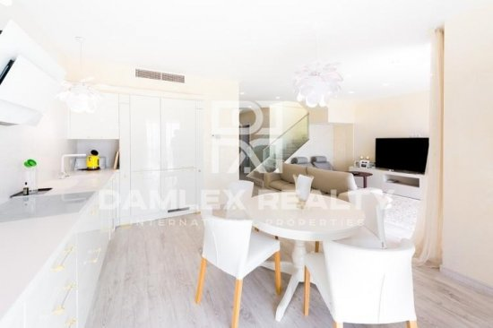 Luxury apartment in the first line of the sea near the Olympic Village.