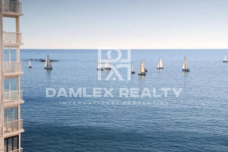 APARTMENT WITH AMAZING SEA VIEWS IN THE CITY OF ROSES