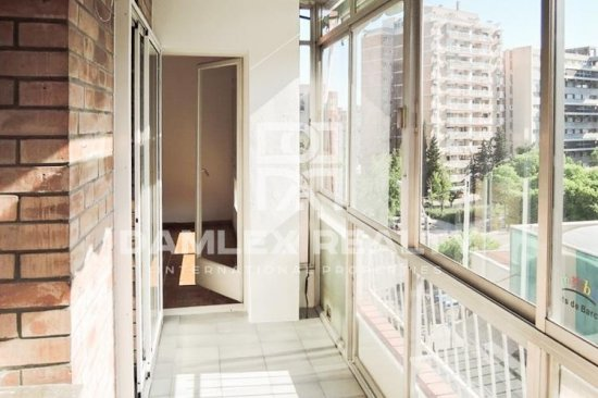 Apartment for renovation in Les Corts area, Barcelona