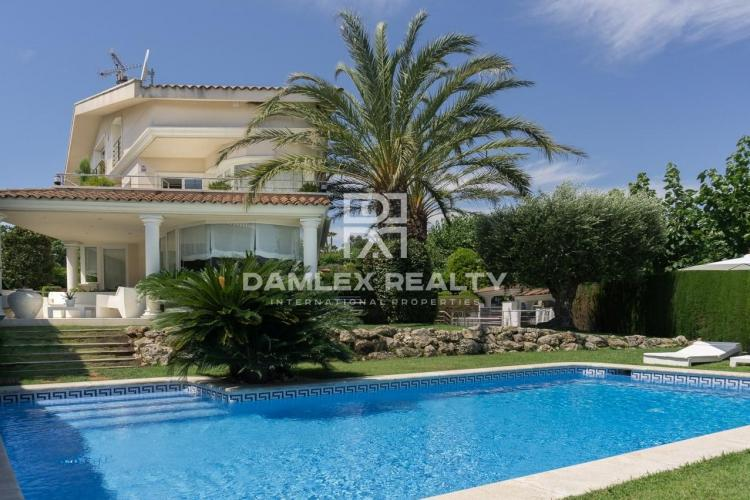 Impressive villa in the prestigious urbanization of Can Teixido in Alella