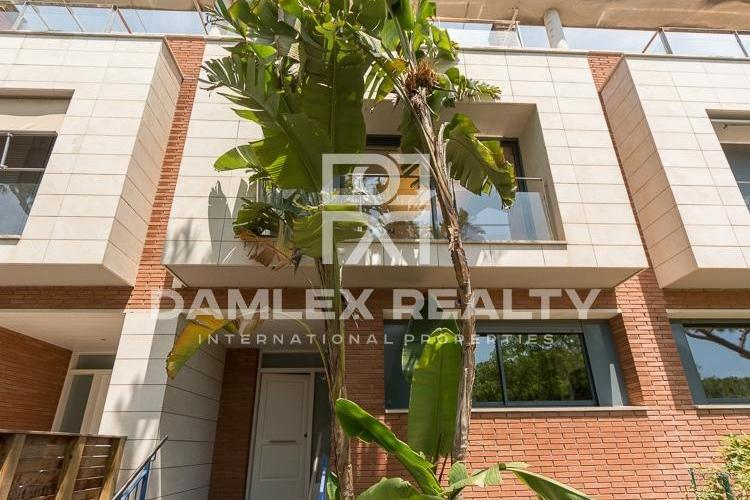Townhouse in the first line of the sea in Gava de Mar