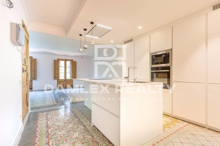 Apartment renovated in a building of the XX century. Barcelona