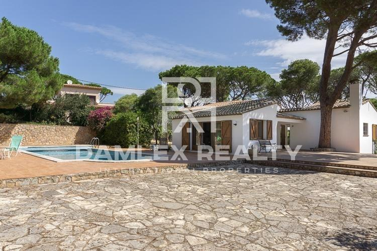 House within 500 meters of the beach in the town of Begur.