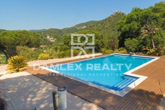 Villa with stunning sea and mountain views. Coast of Barcelona.