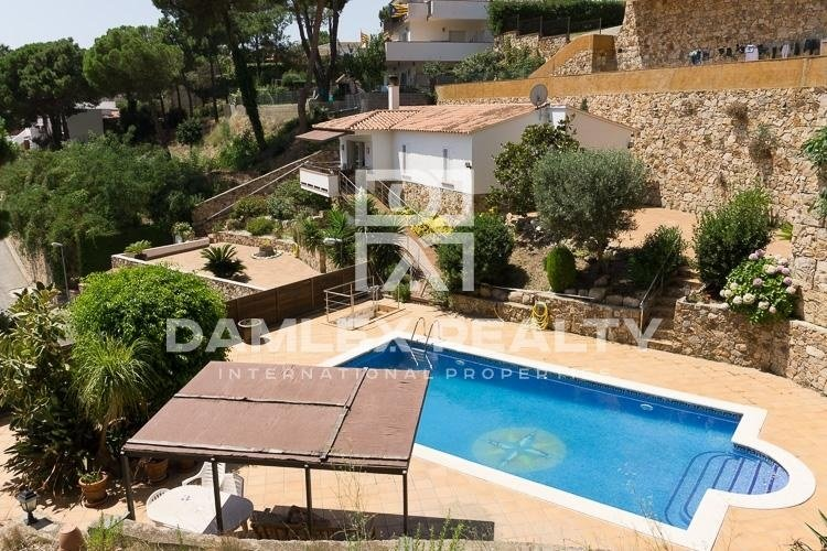 Villa with sea views in a quiet urbanization. Lloret de Mar