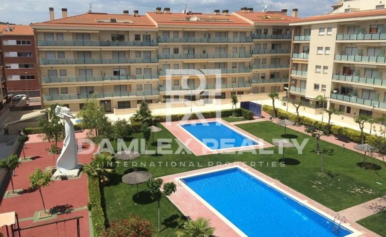 Apartment in residential complex with pool 500 meters from the beach