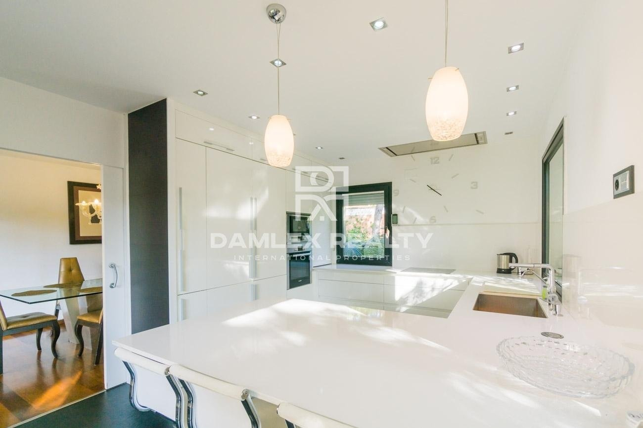 Luxury Villa near the beach in the suburbs of Barcelona