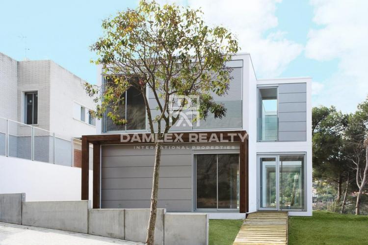 Minimalist style villa on the Costa Maresme