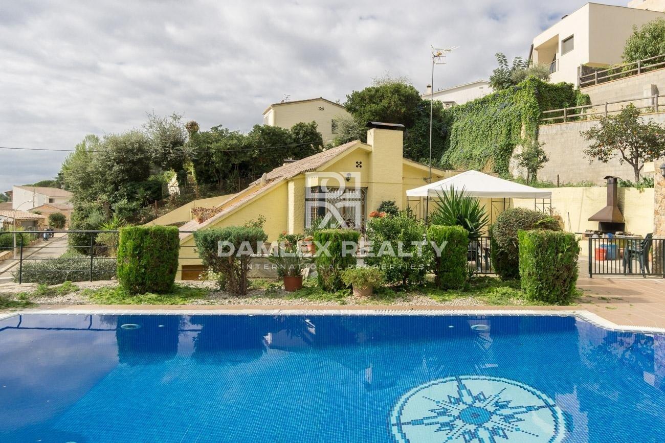 Two villas in a protected urbanization. Costa Brava.