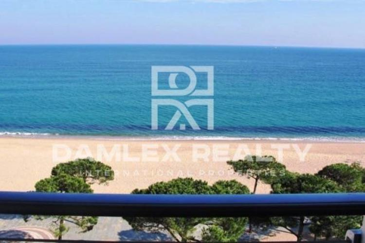 Apartments in the first line of the sea with fantastic sea views. Platja d