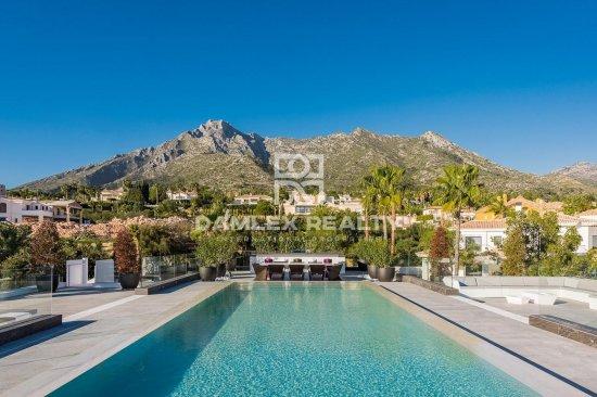 Modern villa in the urbanization of Sierra Blanca, Golden Mile, Marbella