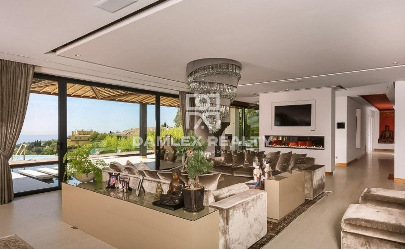 Luxury villa on the Golden Mile, with sea views. Marbella