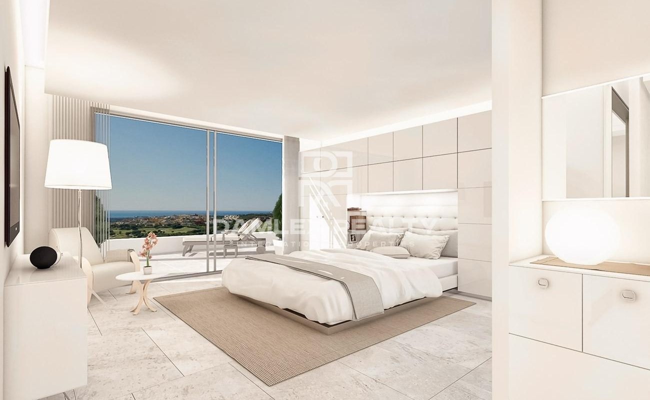 New villa in a prestigious urbanization of Marbella, on the famous Golden Mile.