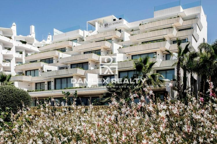 APARTMENT IN LES RIVAGES ESTEPONA