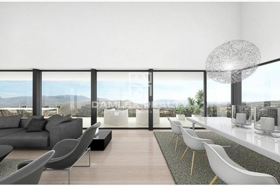 Villa under construction with stunning sea views in the east of the city of Marbella