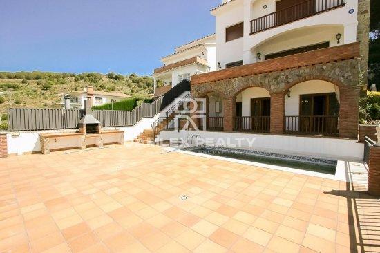 Villa with sea views in Vilassar de Dalt. Barcelona
