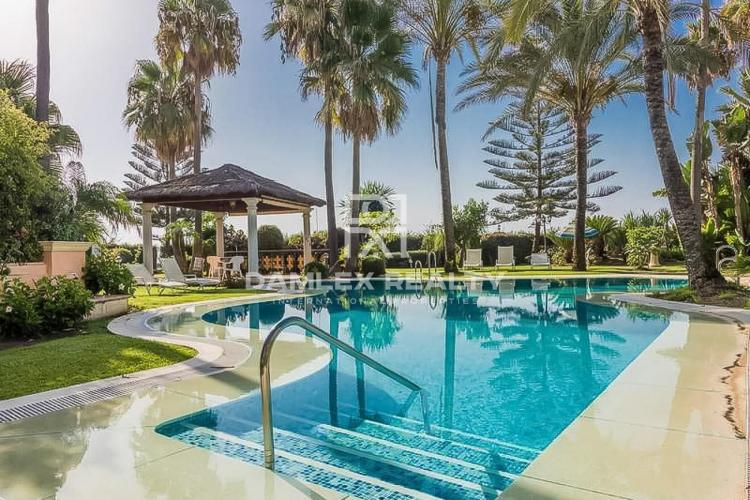 Luxury apartments in Puerto Banus, in an exclusive complex on the first line of the sea