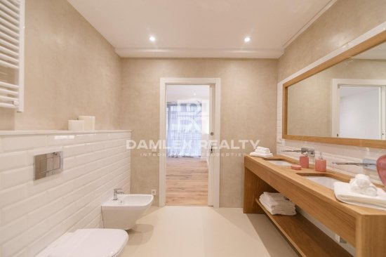 Spacious renovated apartment in the San Gervasi area. Barcelona.