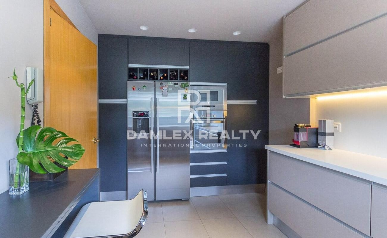 Beautiful townhouse in the city of Gava Mar