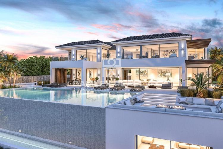 Villa near the golf club in Puerto Banus.