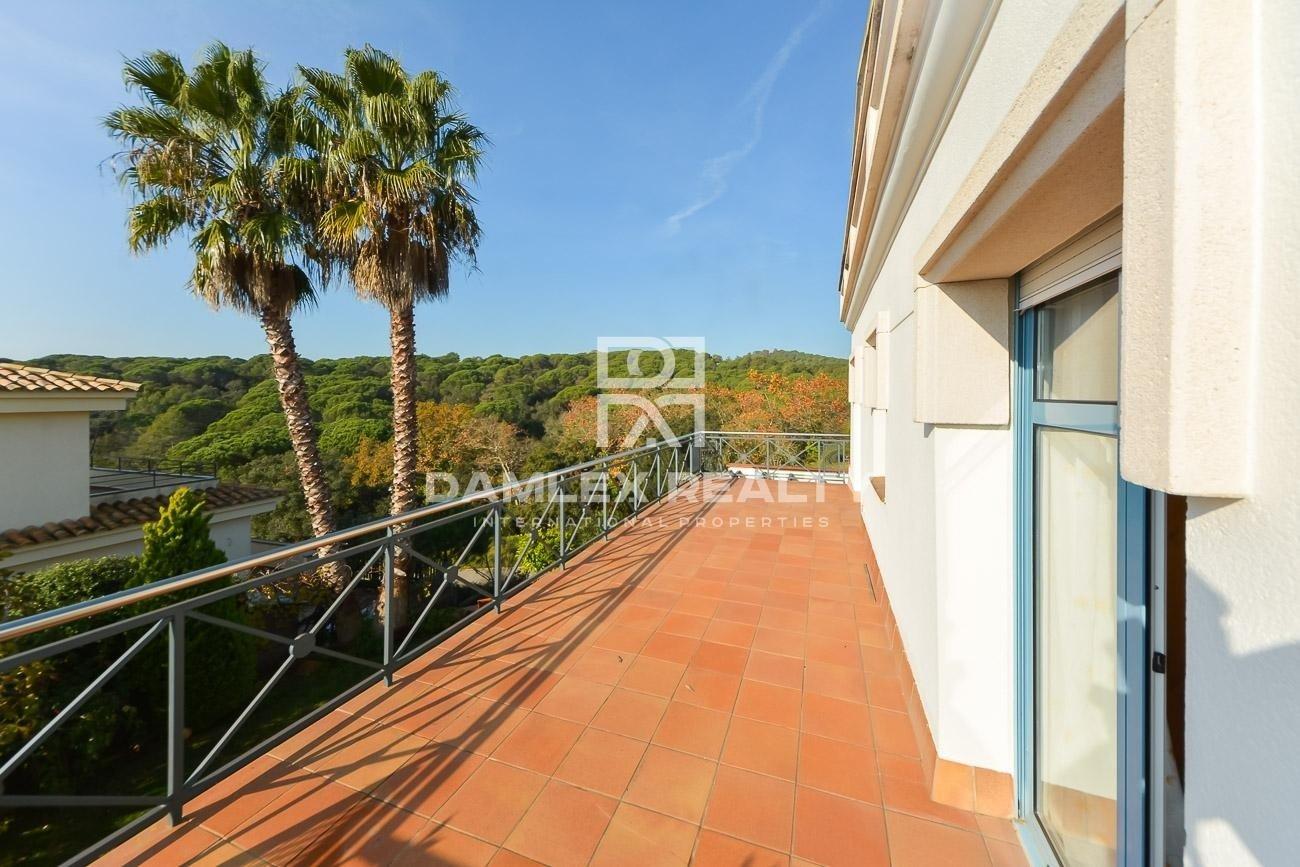 Villa 1.8 km from the beach on the Costa Brava