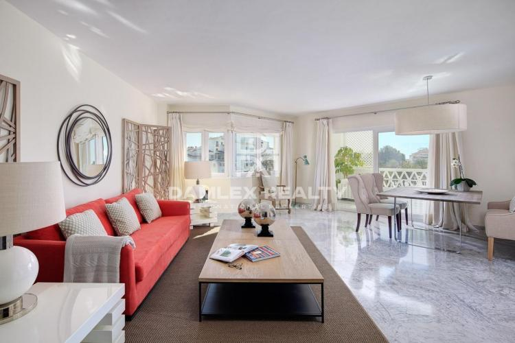 Apartment on the second line of the sea in Puerto Banus