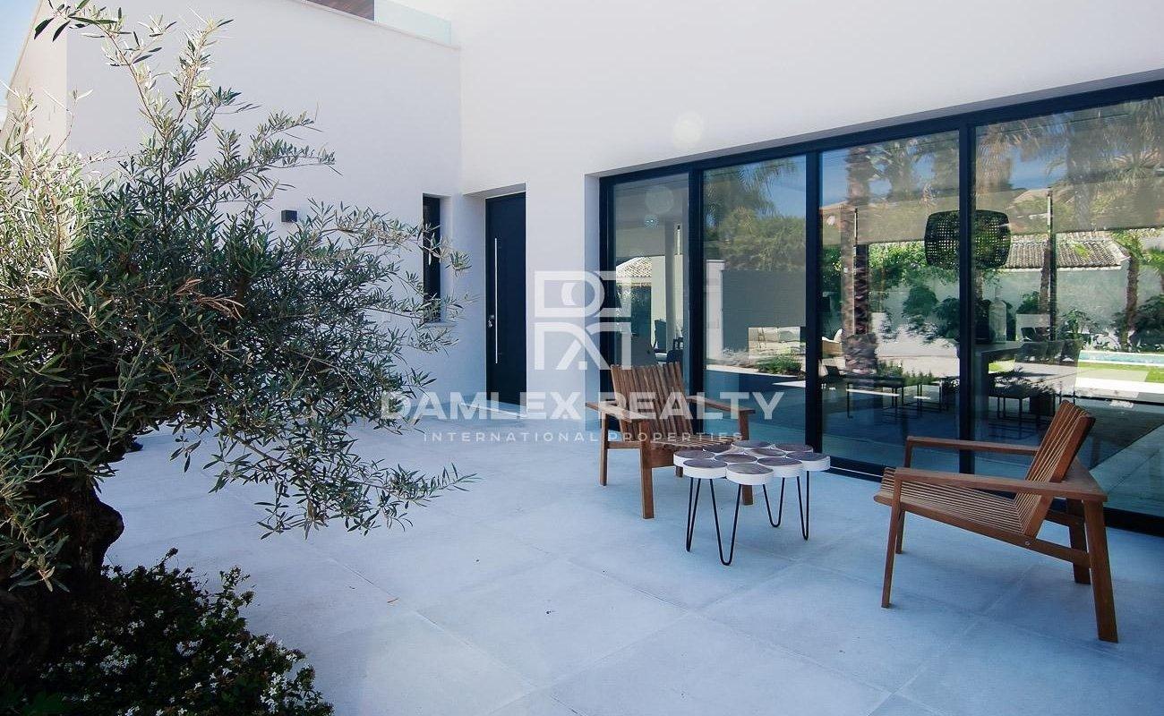 New villa 300 meters from the sea between Estepona and Puerto Banús