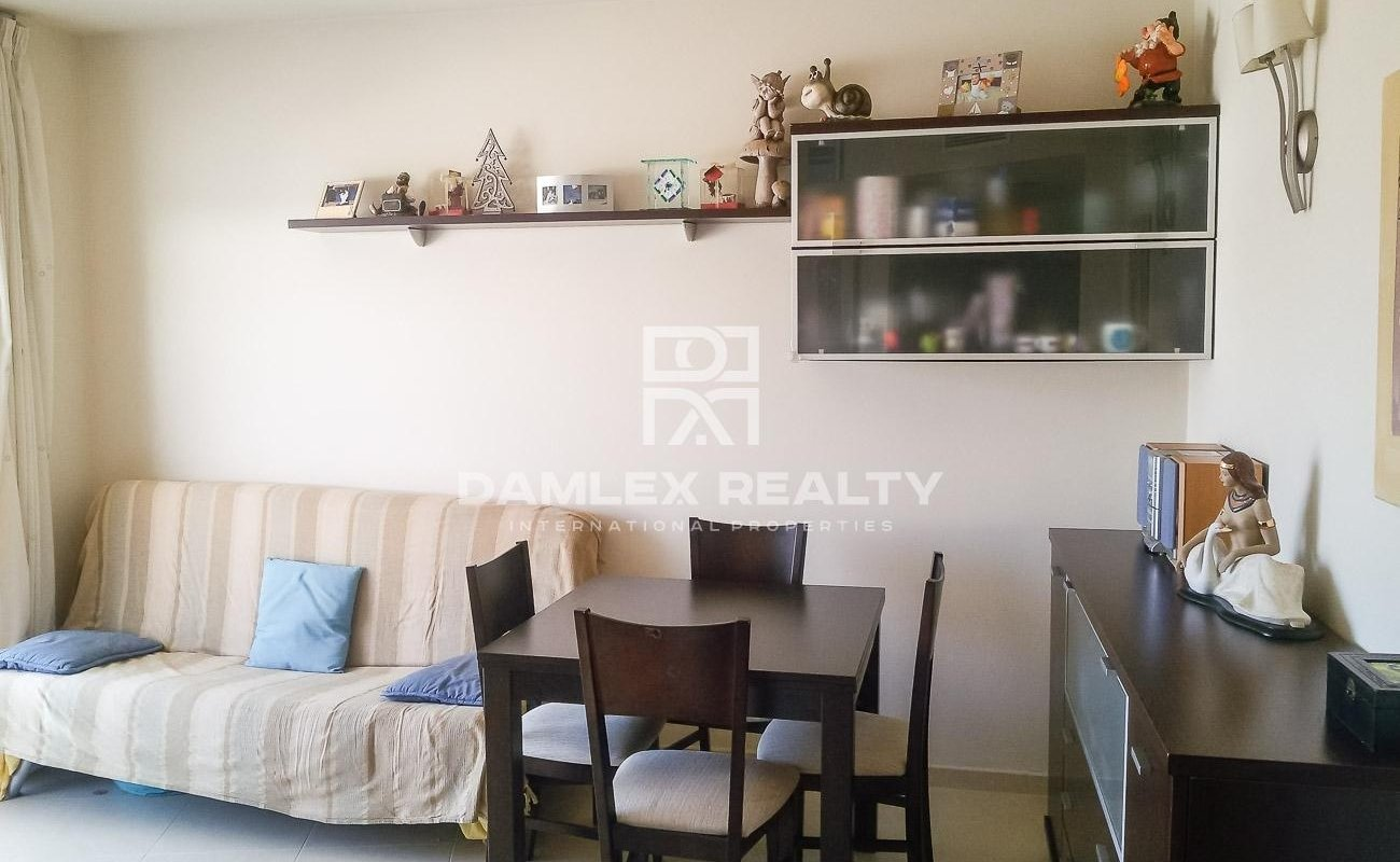 Apartment on the top floor, 300 meters from the beach. Costa Brava