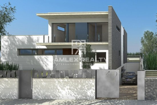 New villa on the second line of the sea. Castelldefels