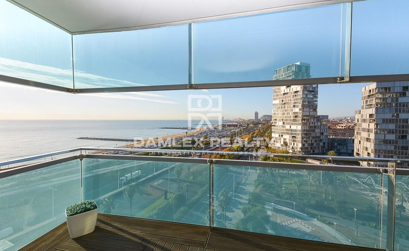 Apartment on the first line with frontal sea view