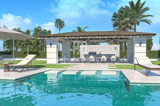 Luxury villa under construction 100 meters from the sea, Costa del Sol