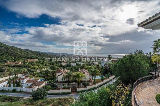 Luxury villa with sea views in Marbella
