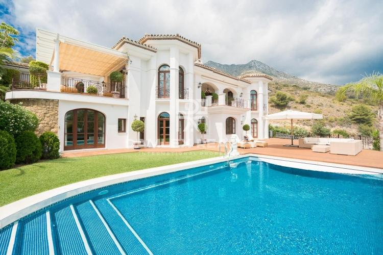 Luxury villa with sea views in Marbella