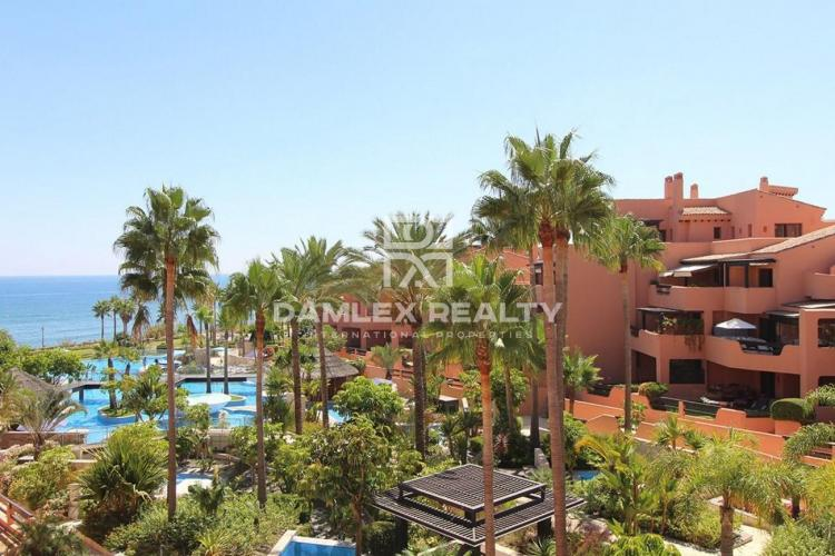 Duplex penthouse on the first line of the sea, Estepona