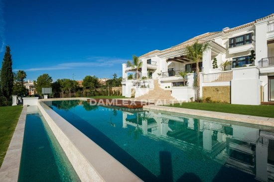 Luxury villa with sea views in the area of the Golden Mile