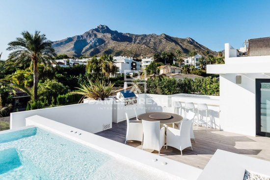 New luxury villa with sea views in the area of the Golden Mile.
