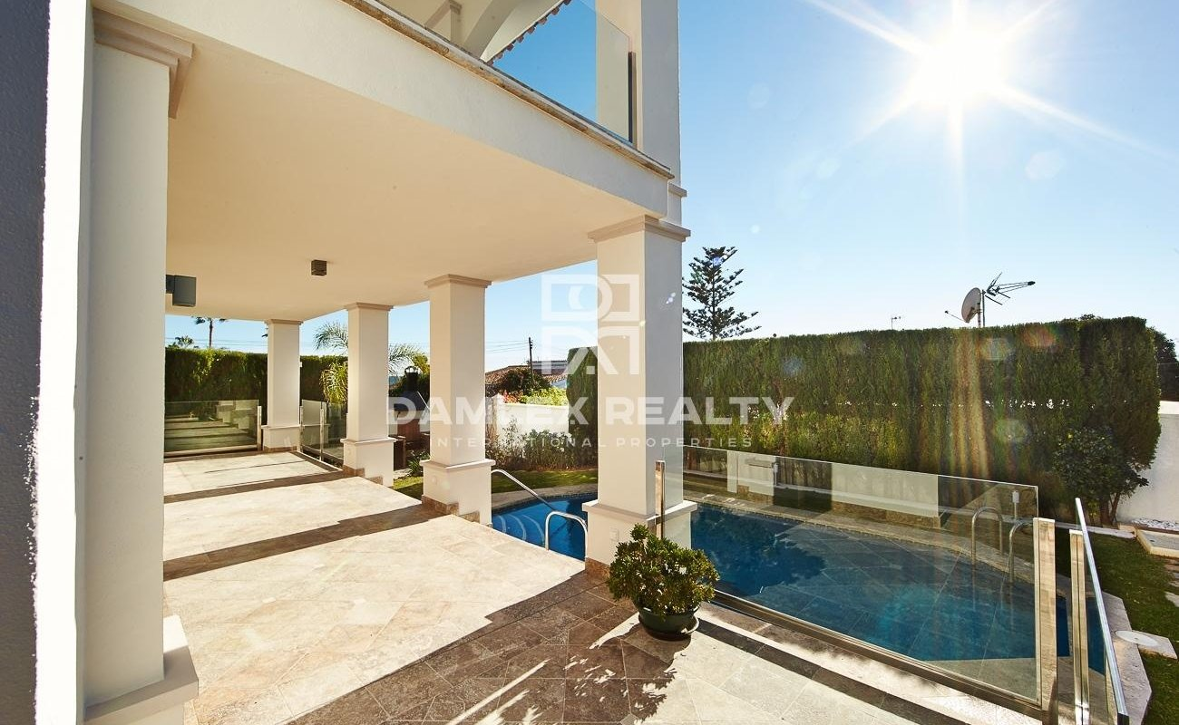 New villa 100 meters from the beach in Marbella