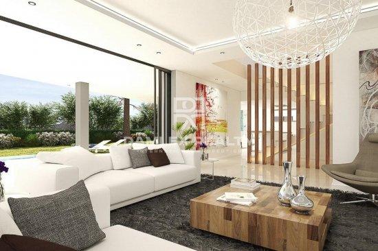 New villa project with sea views in the area of Elviria, Marbella