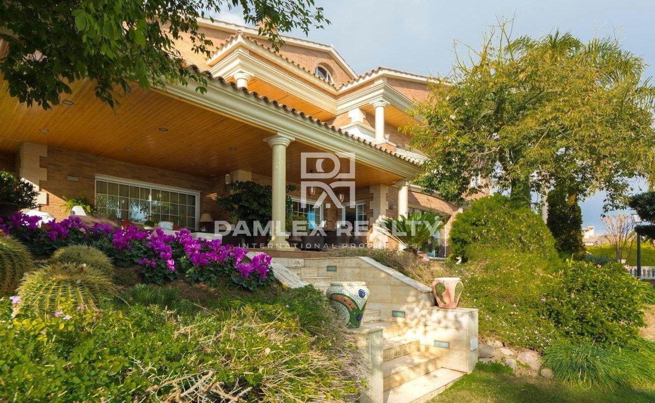 Villa with sea views near center of Premia de Dalt