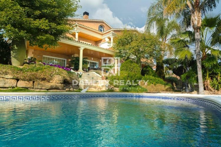 Villa with sea views near center of Premia de Dalt