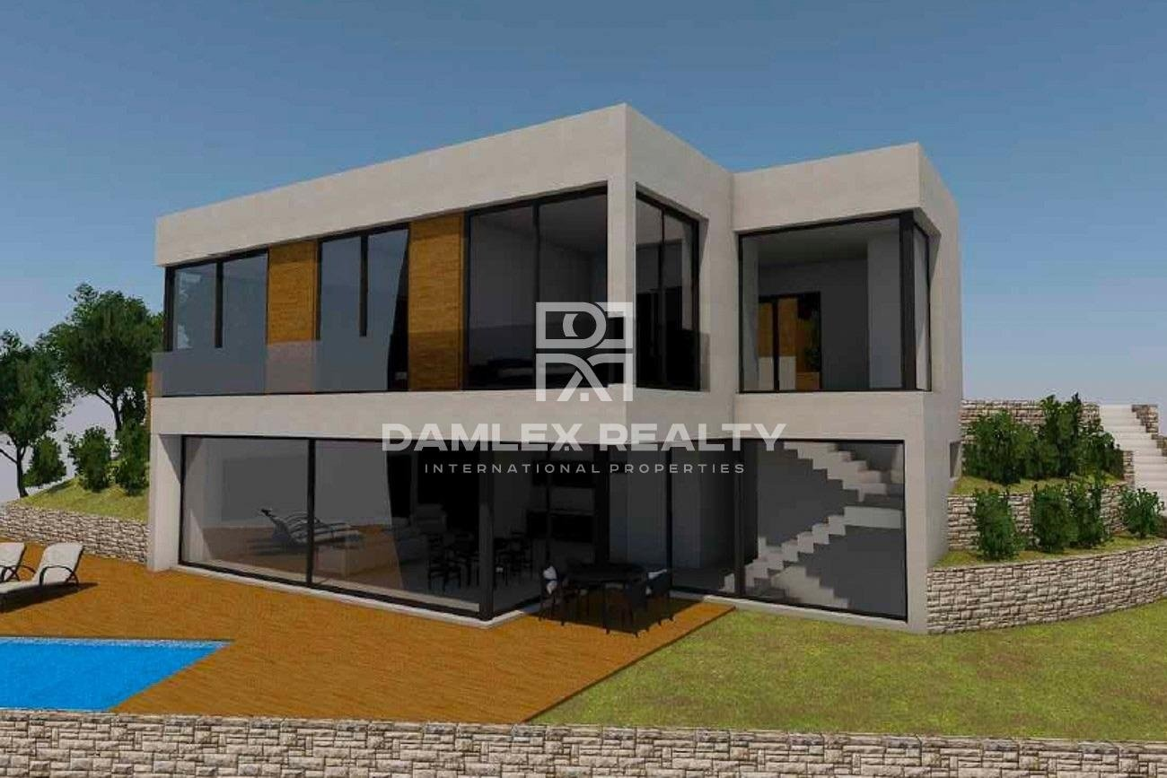 New villa with sea views in a urbanization in Tossa de Mar.