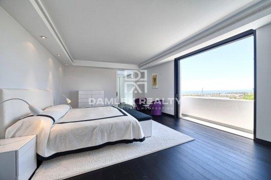 Luxury villa with sea views in Estepona.