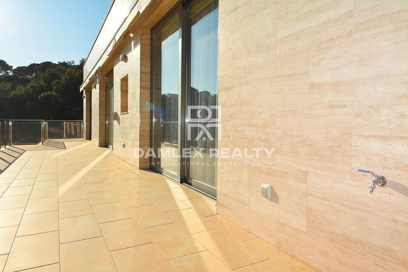 Villa with sea views in an urbanization on the Costa Brava