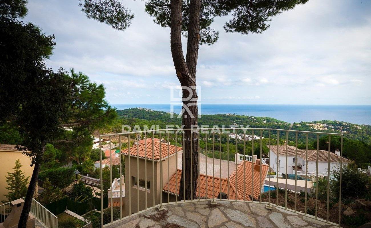 Exclusive villa in the urbanization of Lloret de Mar, Costa Brava
